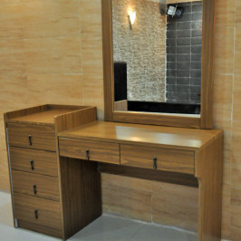DRESSING TABLE + MIRROR - TYPE